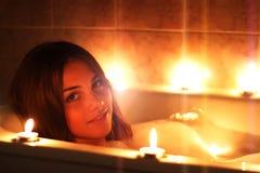 Menina que relaxa em sua banheira fotografia de stock royalty free