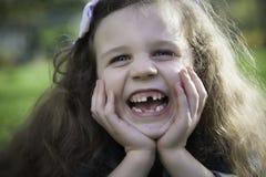 Menina que ri - dentes de falta Imagem de Stock Royalty Free