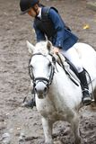 Menina que ridning um cavalo Fotografia de Stock Royalty Free