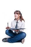 Menina que senta-se com livro e pena Foto de Stock Royalty Free