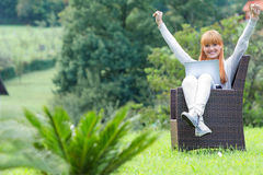 Menina que senta-se com portátil Foto de Stock Royalty Free