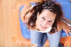 Menina que senta-se em malas de viagem Foto de Stock Royalty Free