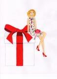 Menina que senta-se em uma caixa atual Ilustração Fotos de Stock Royalty Free