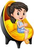 Menina que senta-se na cadeira moderna Imagem de Stock Royalty Free