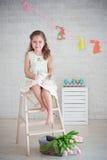 Menina que senta-se na escada Imagem de Stock Royalty Free