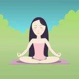Menina que senta-se na pose e em meditar dos lótus Fotografia de Stock Royalty Free