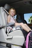 Menina que senta-se no impulsionador Seat foto de stock