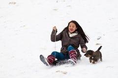 Menina que sledging Imagens de Stock Royalty Free