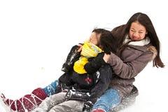 Menina que sledging Fotos de Stock Royalty Free