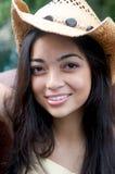 Menina que sorri no chapéu de cowboy Fotografia de Stock