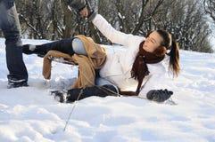 Menina que tem o acidente com sledge Fotografia de Stock