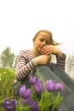 Menina que toma a flor da mola Imagens de Stock Royalty Free
