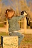 Menina que toma o retrato de auto Fotos de Stock