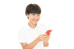 Menina que usa um telefone esperto Fotos de Stock Royalty Free