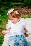 Menina que usa uma tabuleta Imagem de Stock Royalty Free