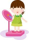 Menina que verific seu peso em uma escala Fotografia de Stock Royalty Free