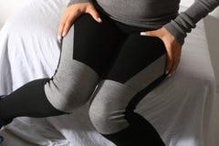 Menina que veste caneleiras pretas Imagem de Stock Royalty Free
