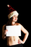 Menina que veste o chapéu espiral vermelho engraçado de Santa fotos de stock royalty free