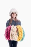 Menina que veste um lenço e um chapéu grossos fotografia de stock royalty free
