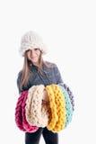 Menina que veste um lenço e um chapéu grossos foto de stock royalty free