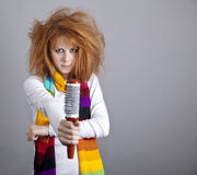 Menina red-haired triste com pente. fotografia de stock