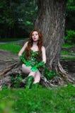 Menina ruivo bonita nova na imagem do toxidendro da banda desenhada Fotografia de Stock