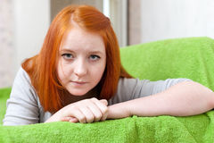 Menina ruivo do adolescente da tristeza Fotos de Stock Royalty Free