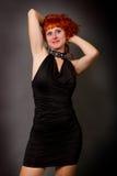 Menina ruivo em um vestido preto Fotos de Stock