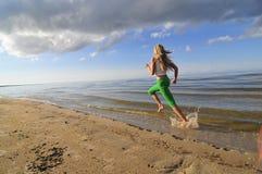 Menina Running fotografia de stock royalty free