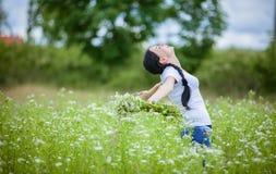 Menina rural no campo Fotos de Stock Royalty Free