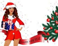 Menina-Santa com os presentes em suas mãos e árvore de Natal Foto de Stock Royalty Free