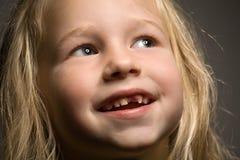 Menina sem o um dente anterior foto de stock
