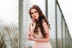 Menina sensual perto da cerca Imagens de Stock Royalty Free