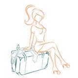 A menina senta-se na mala de viagem transbordada Imagens de Stock Royalty Free