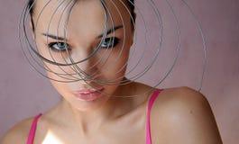 Menina 'sexy' bonita com corte de cabelo exótico Fotos de Stock