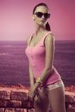Menina 'sexy' com corpo do ajuste Fotografia de Stock Royalty Free
