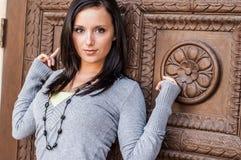 Menina 'sexy' com modelo de forma marrom do cabelo foto de stock
