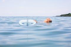 Menina 'sexy' do surfista com ressaca do longboard Imagem de Stock