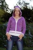 Menina 'sexy' nas calças de brim Imagens de Stock