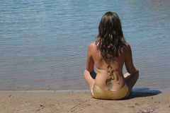 Menina 'sexy' no biquini imagens de stock royalty free