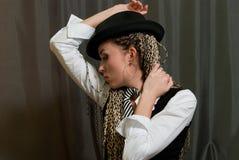 Menina 'sexy' no cinza Imagem de Stock Royalty Free