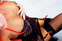 Menina 'sexy' que mostra a segmentação Imagem de Stock Royalty Free