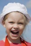 Menina Shouting na costa de mar Fotografia de Stock
