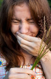 Menina Sneezing Fotografia de Stock Royalty Free