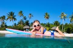Menina sob a água Imagens de Stock Royalty Free