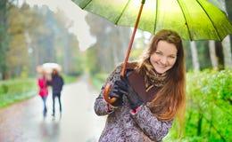 Menina sob a chuva fotografia de stock