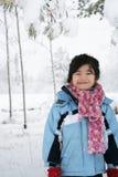 A menina sob a neve cobriu árvores Fotografia de Stock Royalty Free