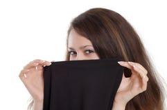 Menina sob o vestido preto foto de stock