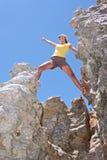 Menina sobre a rocha foto de stock