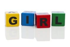Menina soletrada para fora em blocos de apartamentos do alfabeto Fotos de Stock